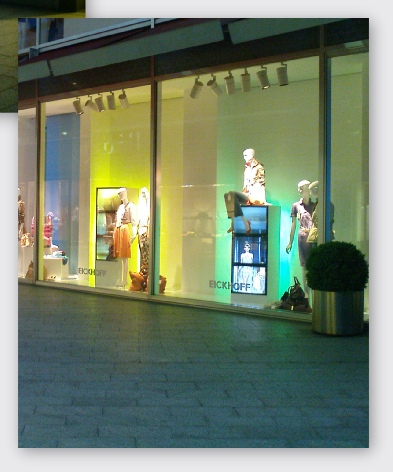 Store window with video wall and mannequins in Germany